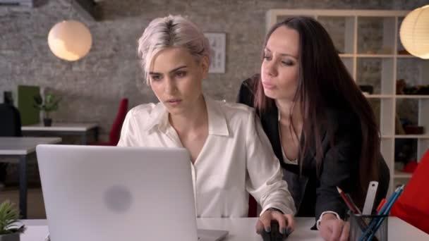 Lesbische verleiden video
