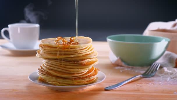 Friss csak főtt pankes eloltására mézzel mellett csak készült forró a kávé-tábla