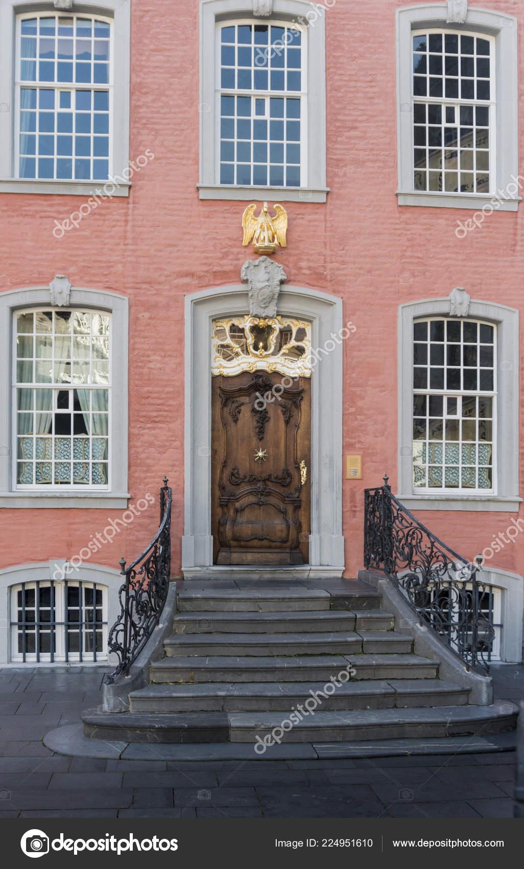 Facade Marches Une Maison Couleur Saumon Dans Ville Historique