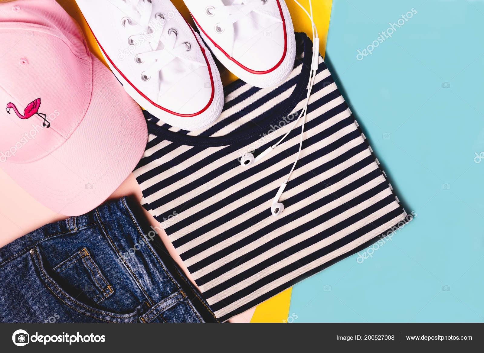 Concepto de blogger de moda. Traje de deporte a88aebc2001e6