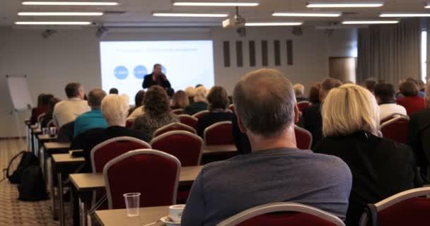 Rozmazání podnikání Konference a prezentace v rozmazaném pozadí událostí koncertní osvětlení v konferenčním sále.