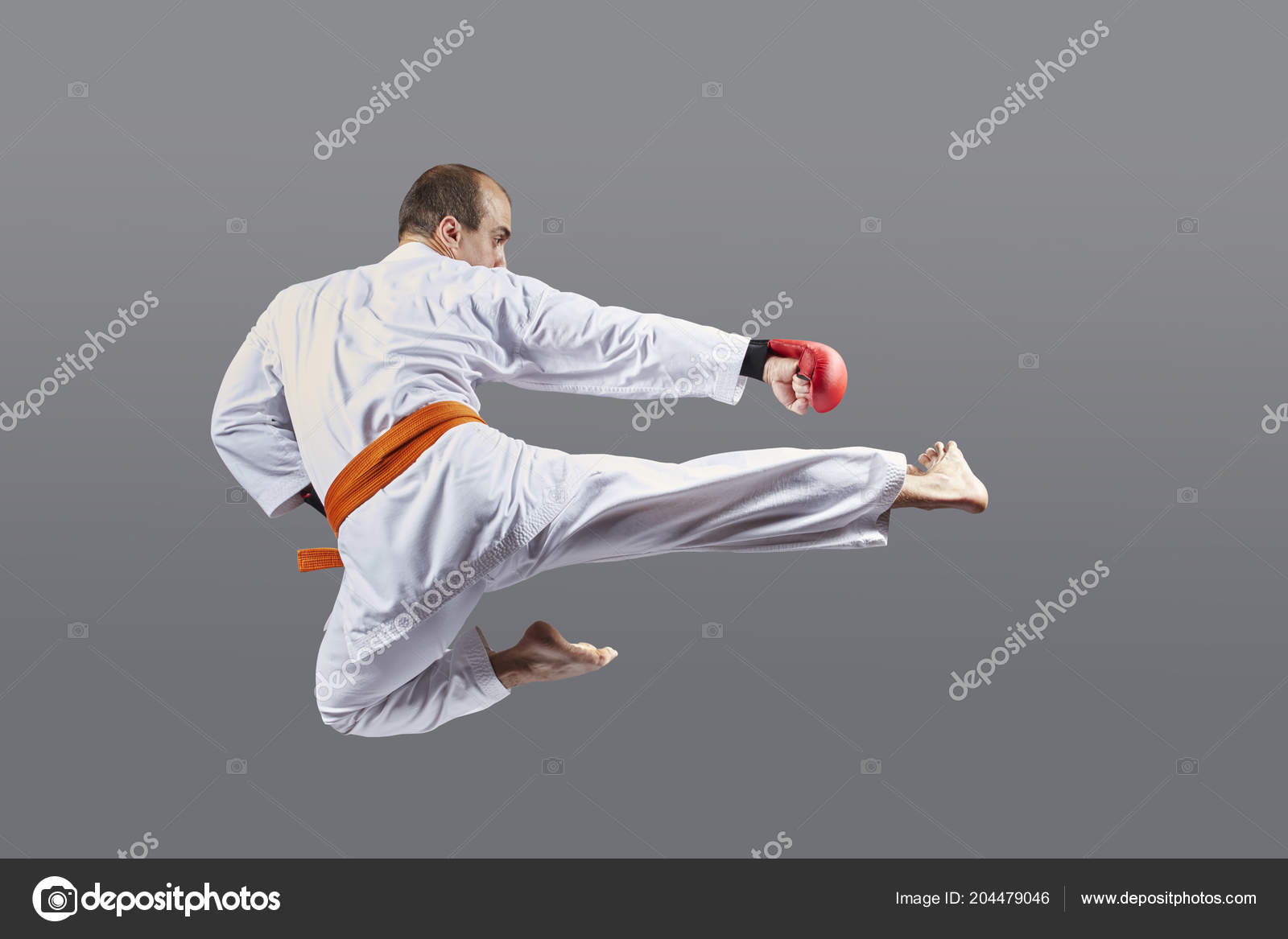Con Cinturón Naranja Atleta Pega Una Patada Salto — Foto de stock ... eba6c682412d