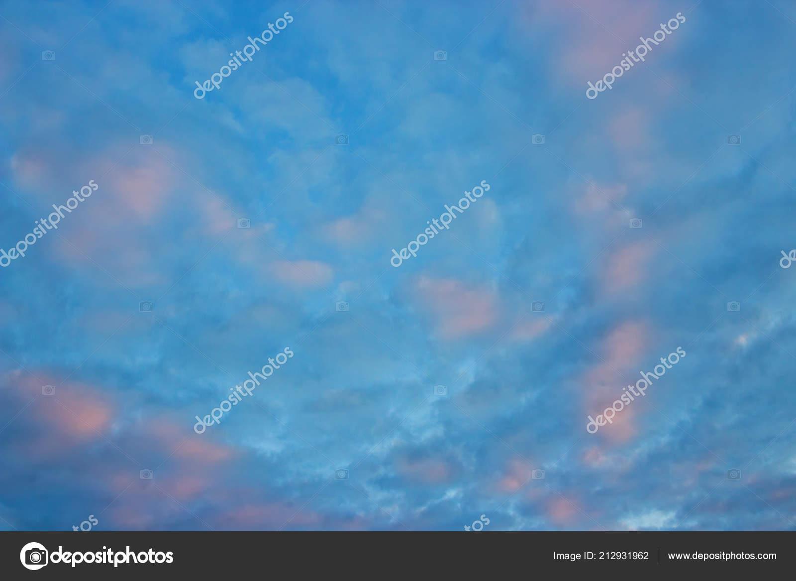 Decouvre Sur Beaux Nuages Roses Dans Ciel Bleu Rose Les