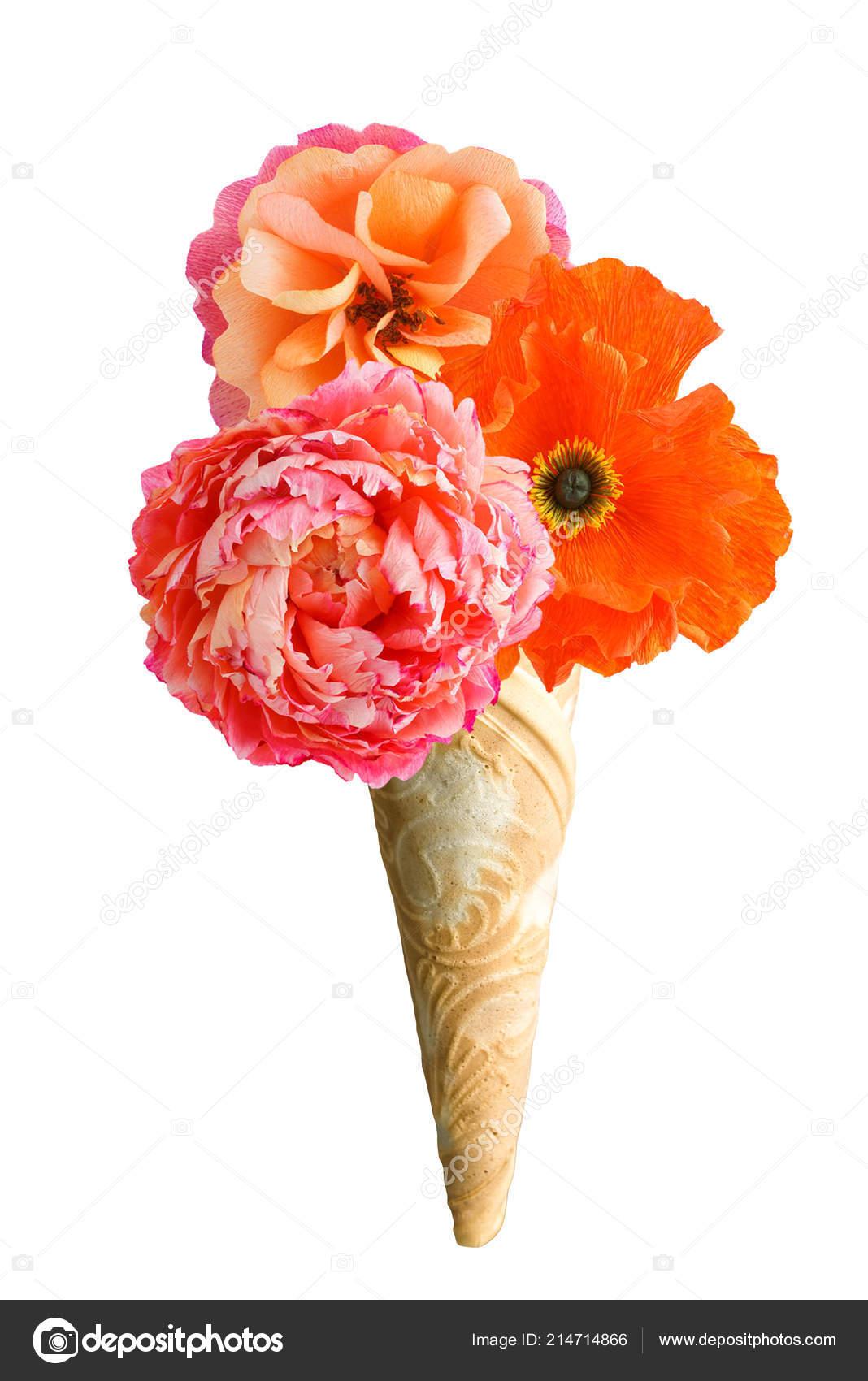Casquinha De Sorvete Com Três Flores De Papel Crepom Stock