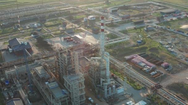 Výstavba rafinérie ropy