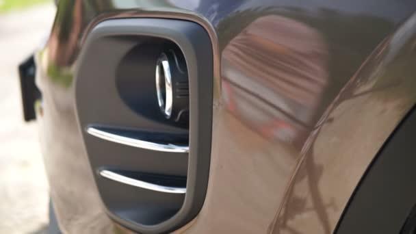 Přední světla aut. Moderní auto prvky.