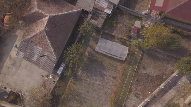 Fotoaparát letu nad malé vesnice. Podzimní krajina. Pohled shora. Moldavská republika. Evropa