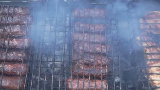 Párky klobása vaření na dřevo grilování