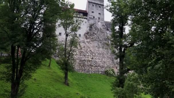 Vista del Castello di Bran, luogo mistico, castello medievale, noto anche come castello di Dracula, a Brasov, Transilvania