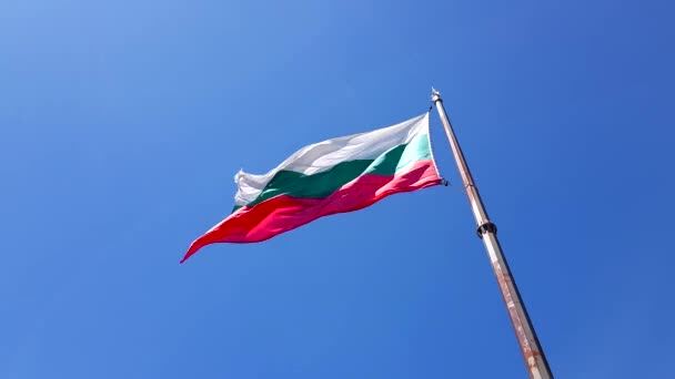 4K footage of Bulgarian national flag waving.
