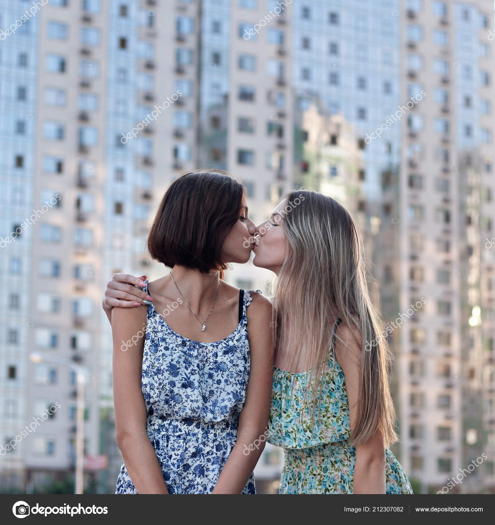 Kissing girls each other