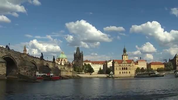 Karlův most v Praze na Vltavě