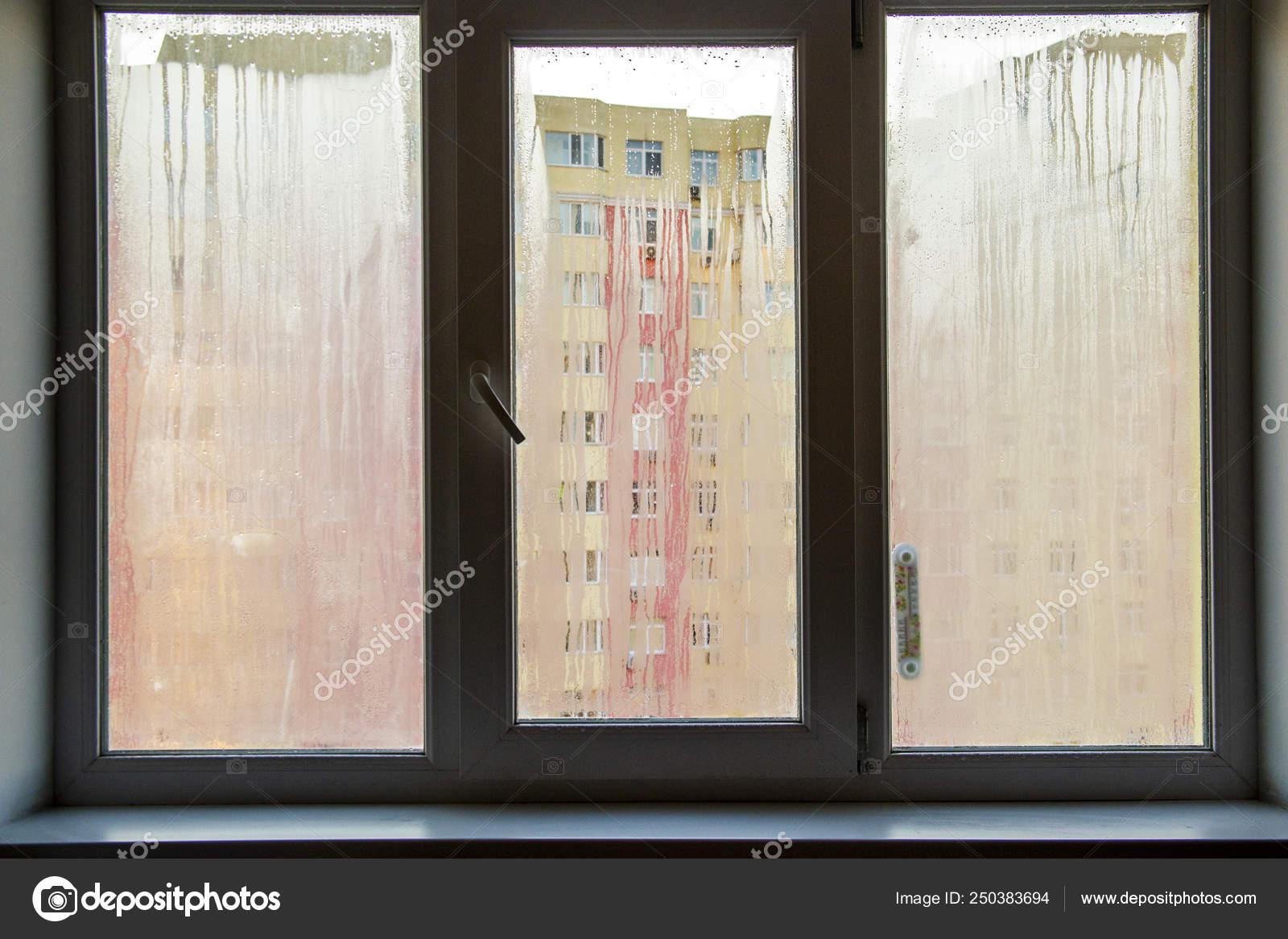 Ventanas Pvc Stock.Problema Ventanas Pvc Niebla Foto De Stock C Kiyechka