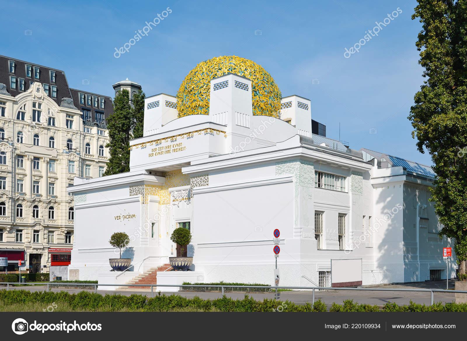 Buitenkant van gouden koepel van wenen afscheiding gebouw augustus