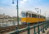 Fényképek Klasszikus narancs villamos állomások között mozog. Budapest, Magyarország