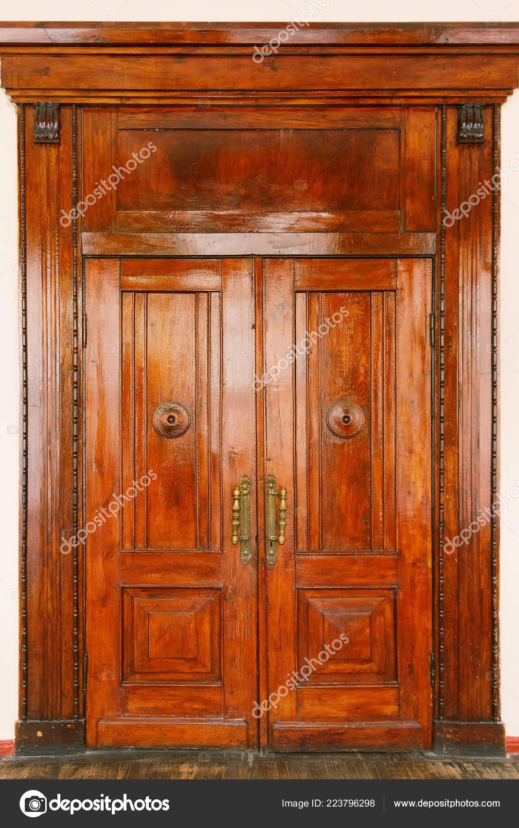 Antiguas Puertas De Madera Grandes Como Recursos Graficos Foto De