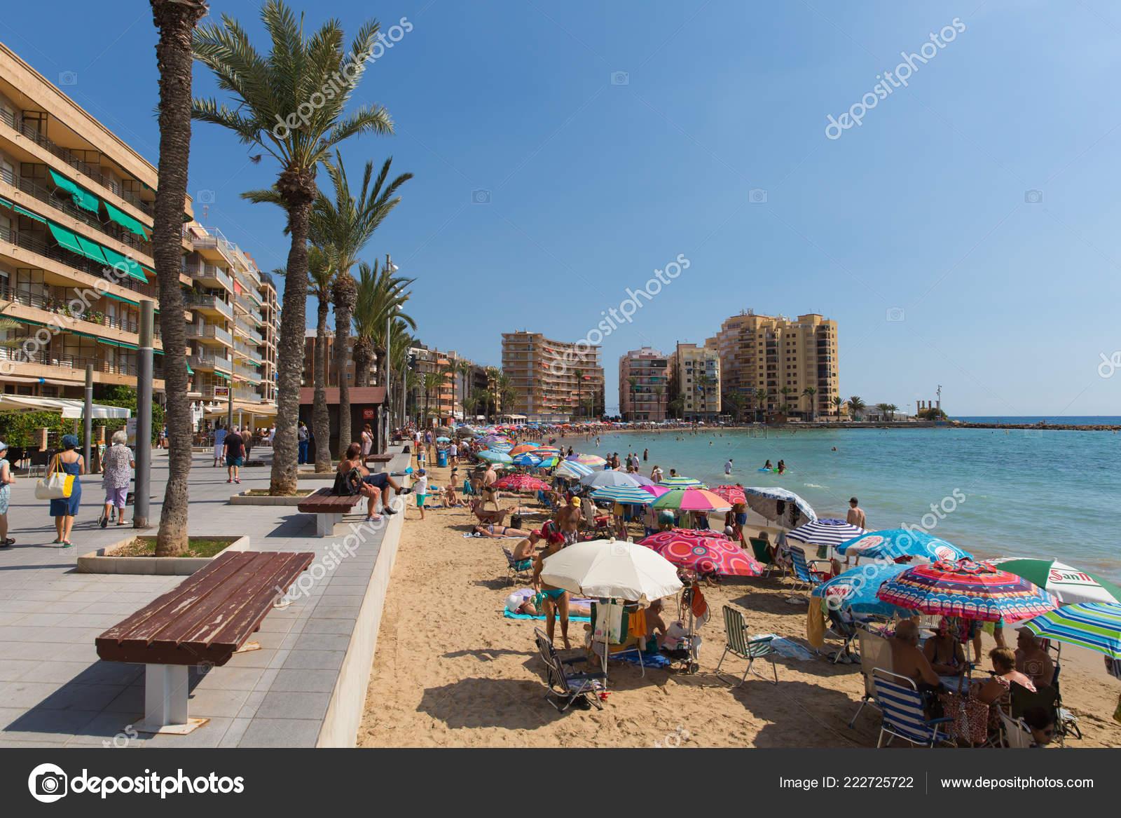 Ongekend Prachtige Spaanse Weer Trok Mensen Naar Het Strand Zee Torrevieja DO-78
