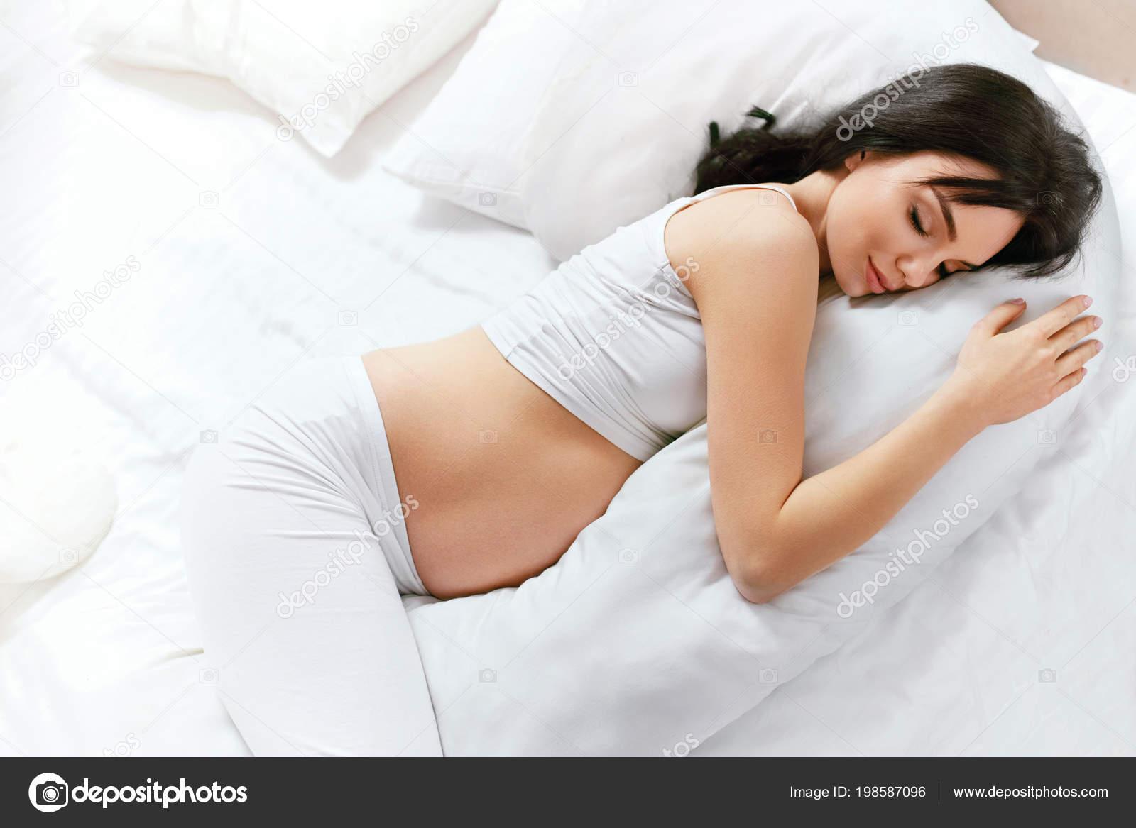 Body pillow zwangere vrouw slapen zwangerschap kussen witte bed