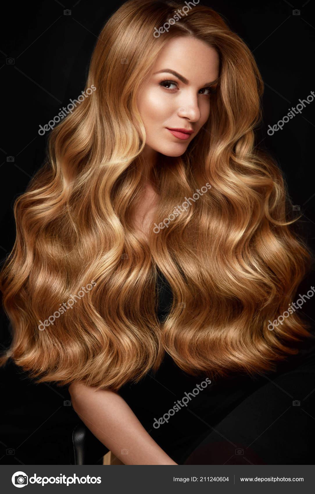 Lange Blonde Haare Frau Mit Welligen Frisur Beauty Face