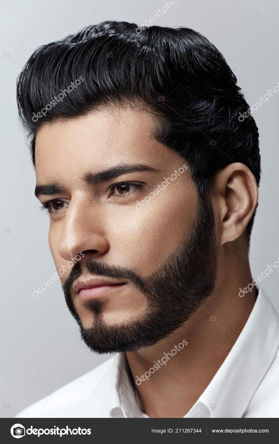 bel homme avec coupe de cheveux barbe et beaut visage. Black Bedroom Furniture Sets. Home Design Ideas