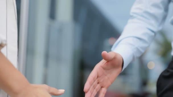 Třes rukou Closeup podnikatelů. Lidé třes rukou