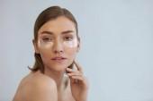 Eye bőrápolás. Nő, szépségápolás maszk alatt a szeme portré