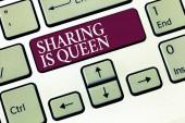 Znak textu zobrazeno sdílení je královna. Konceptuální fotografie dát další informace nebo patří je výborná kvalita