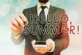 Rukopis Ahoj, Summer. Koncept znamená pozdrav používaný v horké sezóně roku.