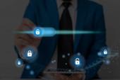 Grafika nejnovější digitální technologie Ochrana dat Padlock Security On The Virtual Display. Podnikatel se zámkem k zabezpečení.