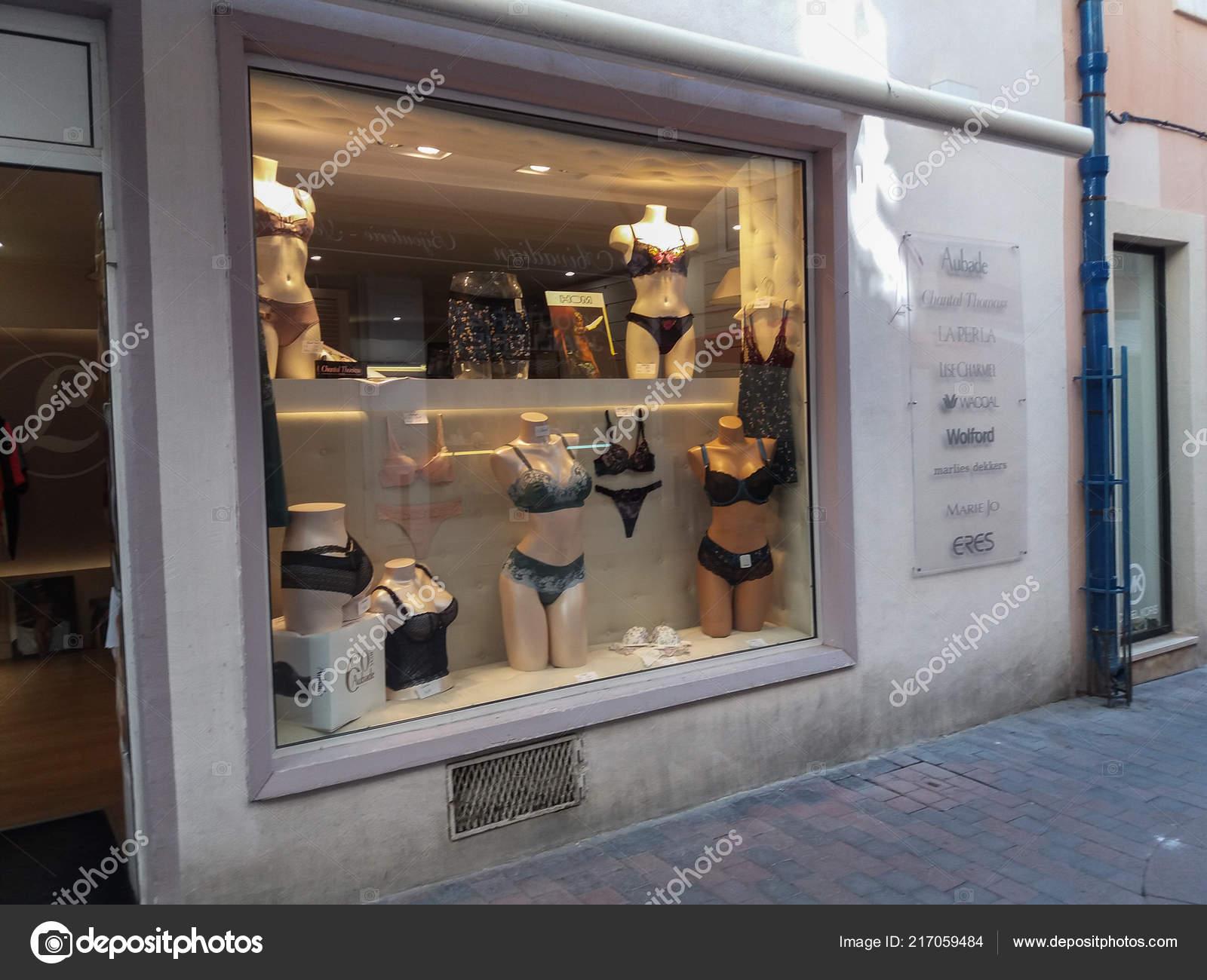 best sneakers db631 69c70 Narbonne Frankreich August 2018 Dessous Shop Fenster Mit ...
