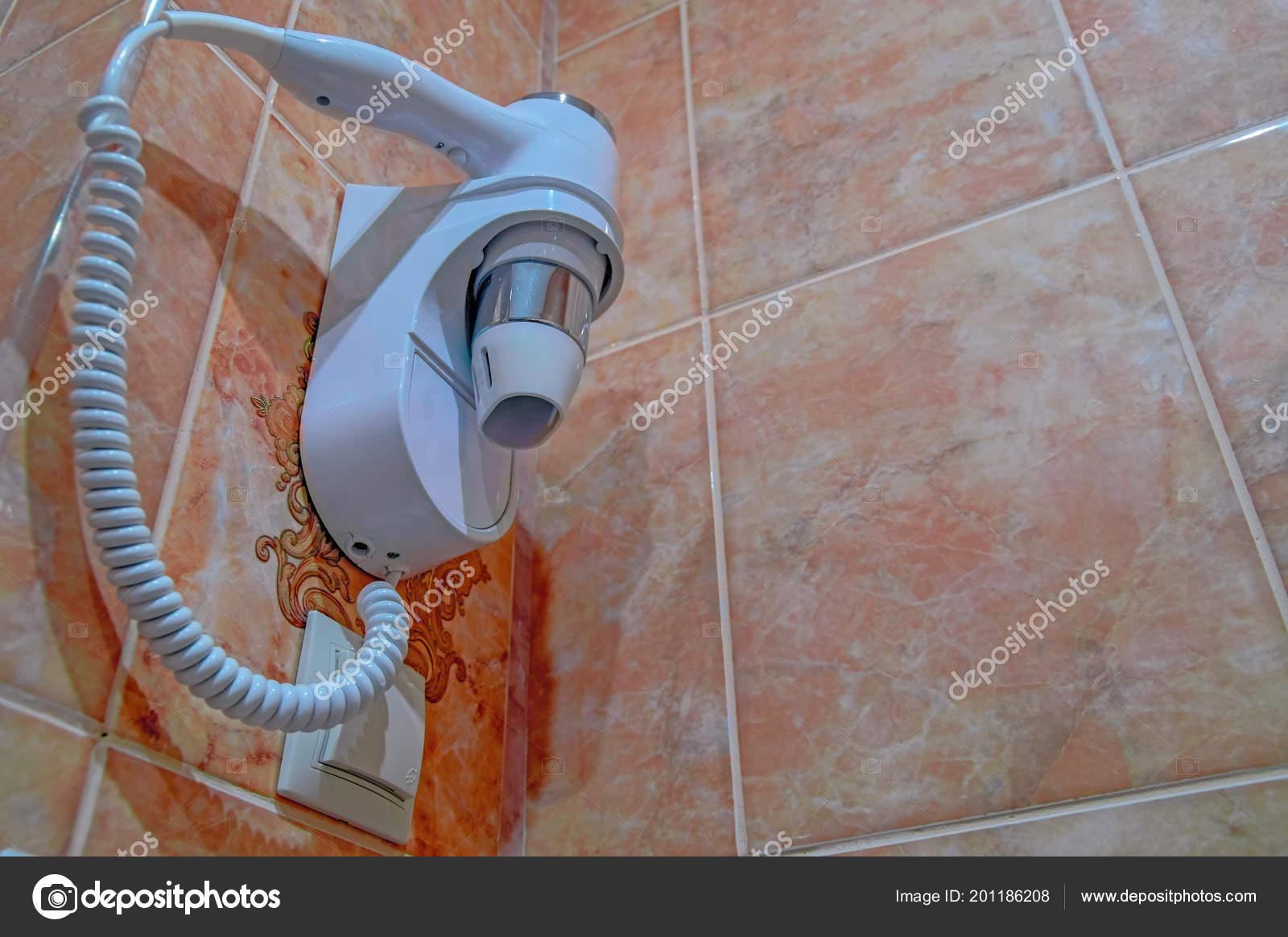 Fön Zum Trocknen Der Haare Im Bad Auf Dem Zimmer Keramische Fliesen