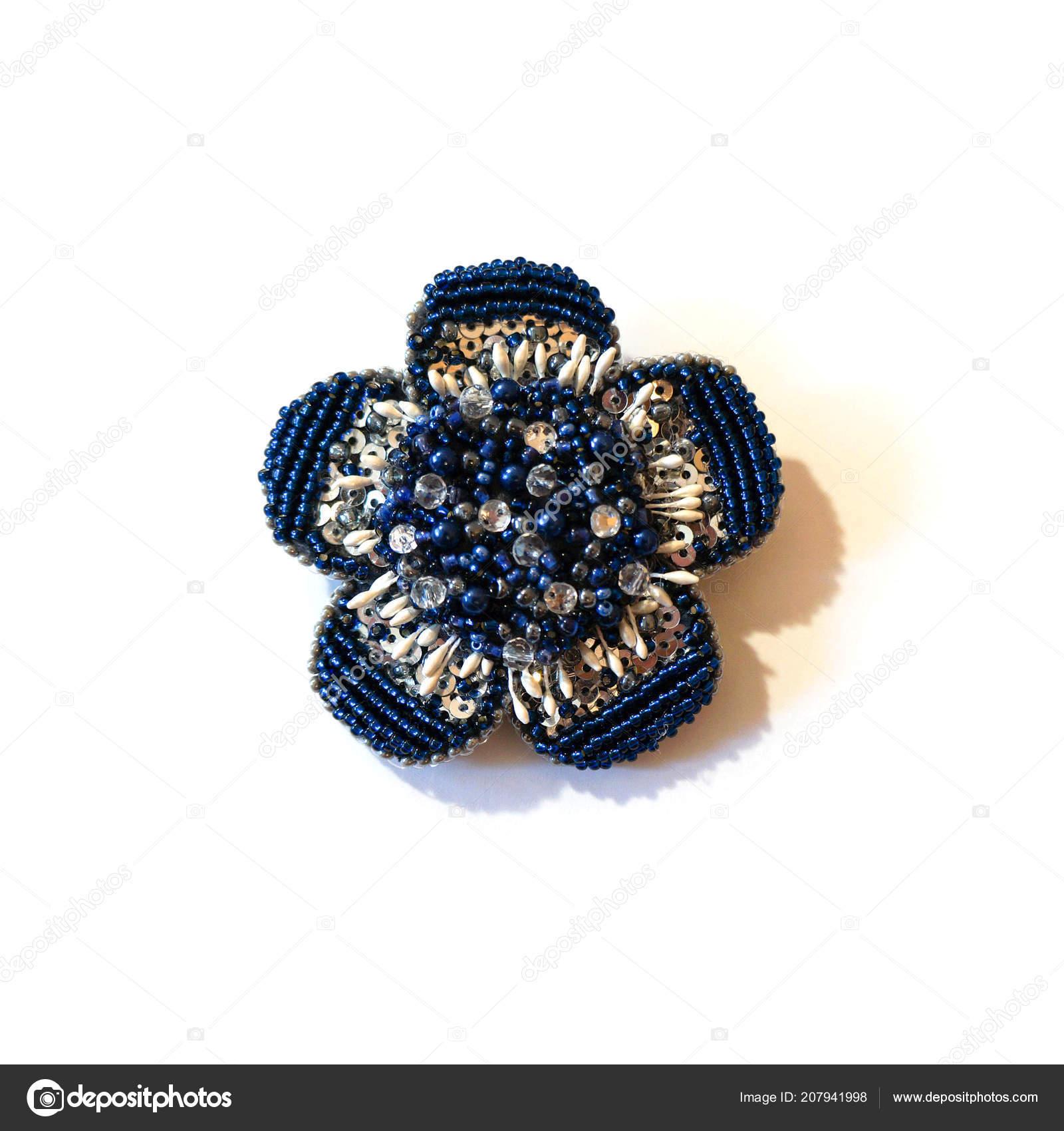 tienda del reino unido nueva temporada comprar real Broche Azul Forma Una Flor Lentejuelas Perlas — Foto de ...