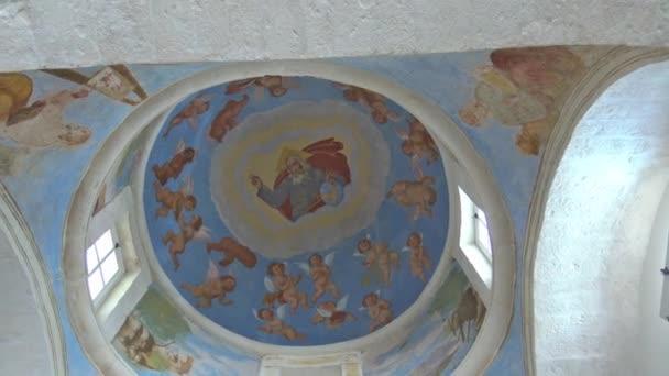 Itálie, Puglia regionu, Locorotondo, kostel San Nicola di Myra, roku 1600, dome a fresky.