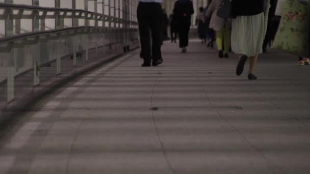 Shinjuku-ku Shinjuku Tokyo / Japonsko - 10.14.2018: jeho chodící lidé ve městě podnikání. fotoaparát: Canon Eos 5d mark4
