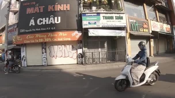 Zpomalení dopravní zácpy v centru města v Ho Chi Minh