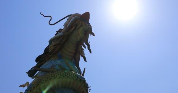 Velký socha draka v Suoi Tien parku v Ho Chi Minh Vietnam handheld