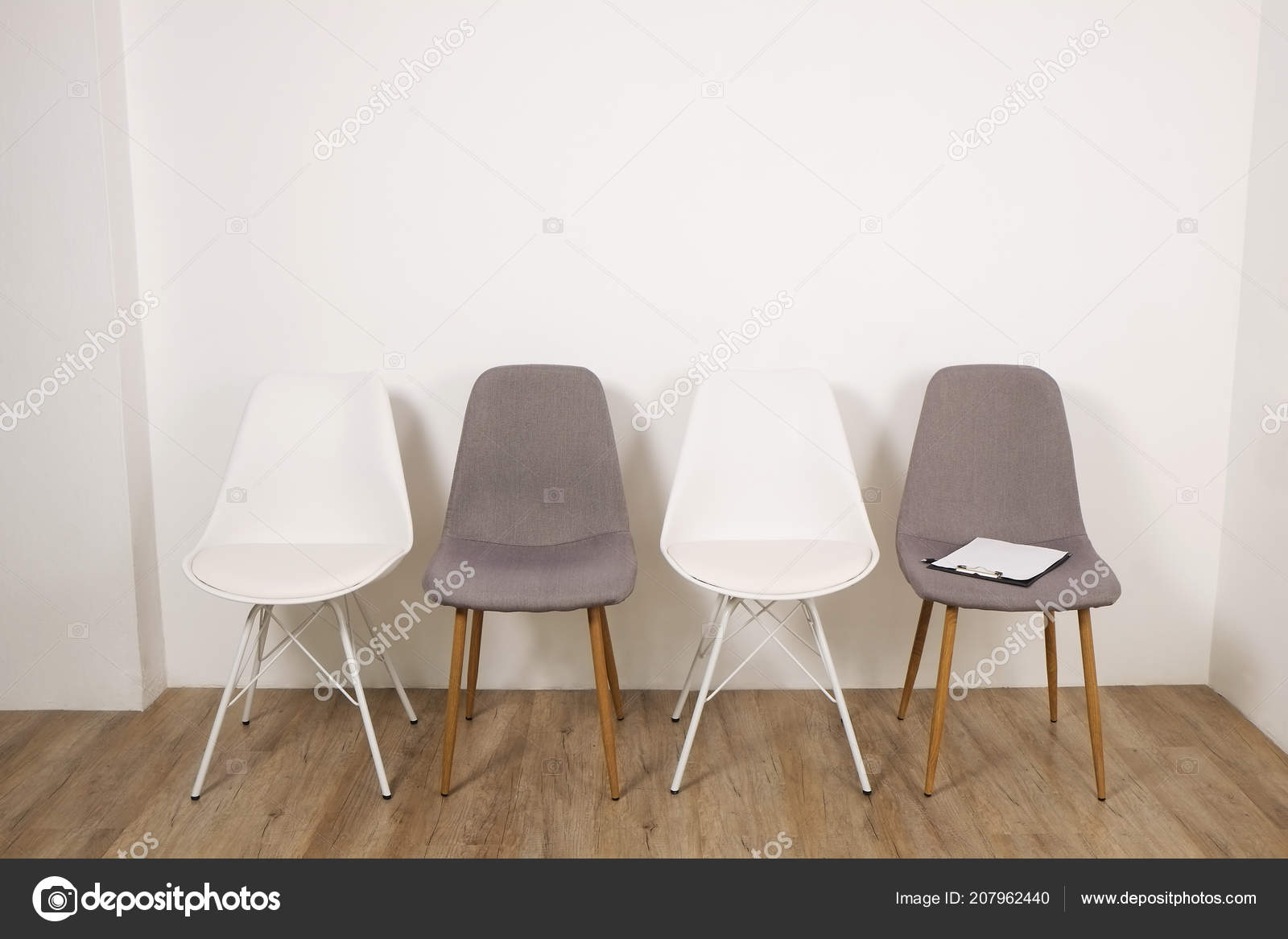 Multiple Loft Style Empty Chairs Standing Row Wooden Floor Counselor U2014  Stock Photo