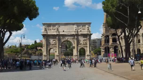Řím, Itálie 16 června 2018. Hyperlapse Arco di Costantino a Koloseum