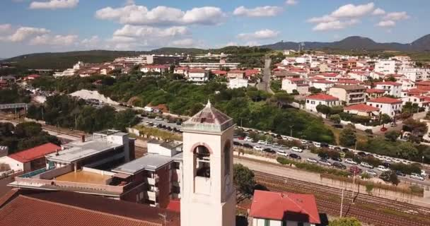 San Vincenzo, Livorno, Toskánsko, Itálie – 23. června 2018. Letecký pohled na centrum města