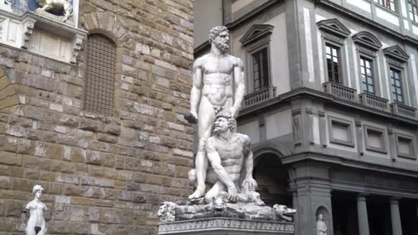Náměstí Piazza della Signoria, Florencie, Toskánsko, Itálie 21 června 2018. Pohled na sochu Ercole e Caco