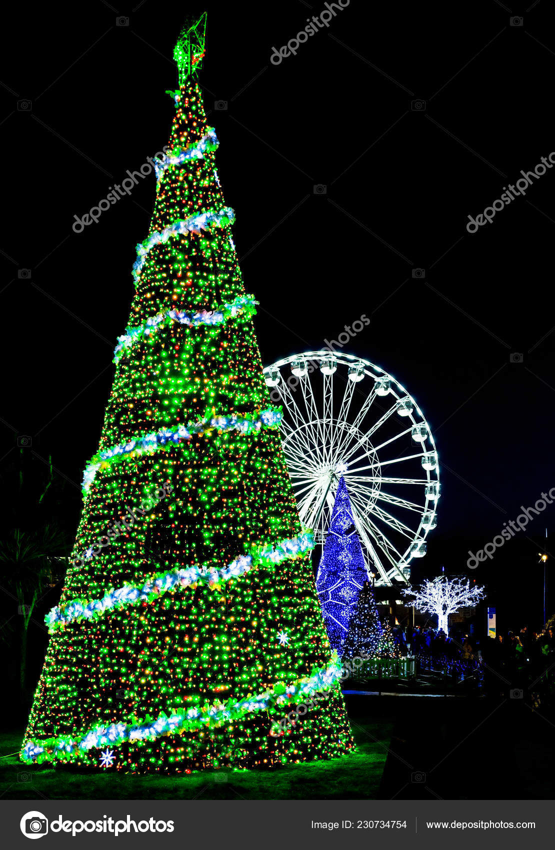 Outdoor Light Up Christmas Tree.Huge Outdoor Illuminated Christmas Tree Ferris Wheel