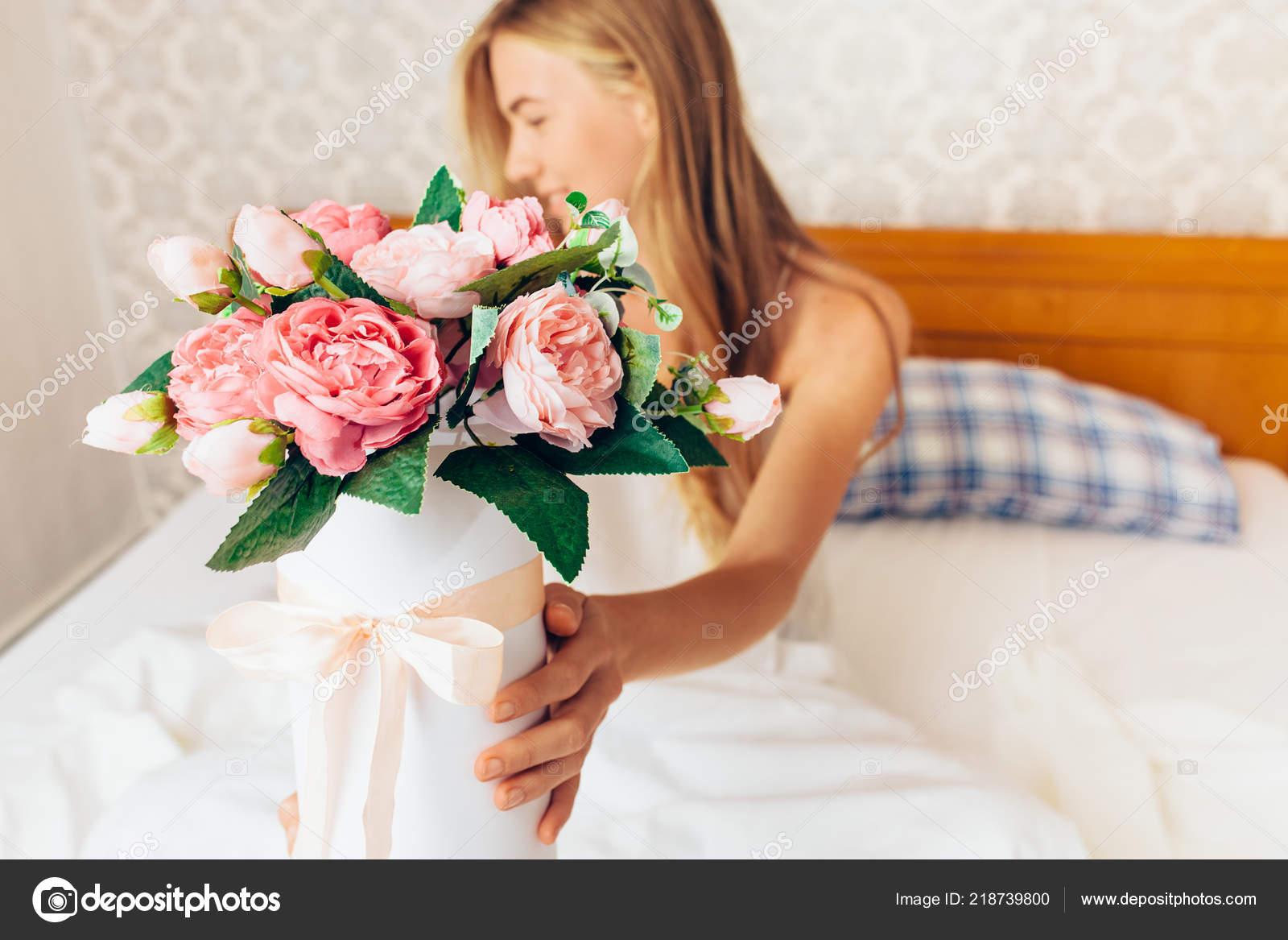 Проснулась в цветах
