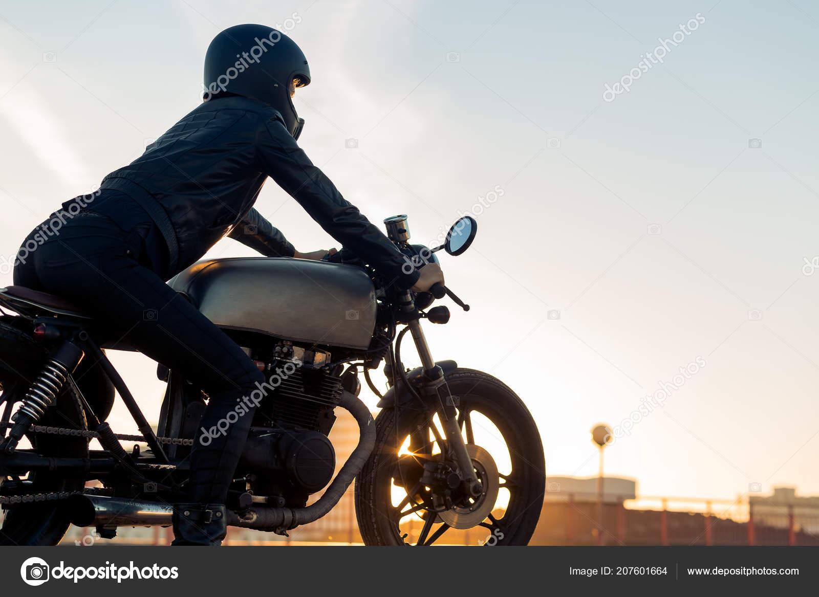 Femme Sexy Biker Veste Cuir Noir Casque Intégral Asseoir Sur