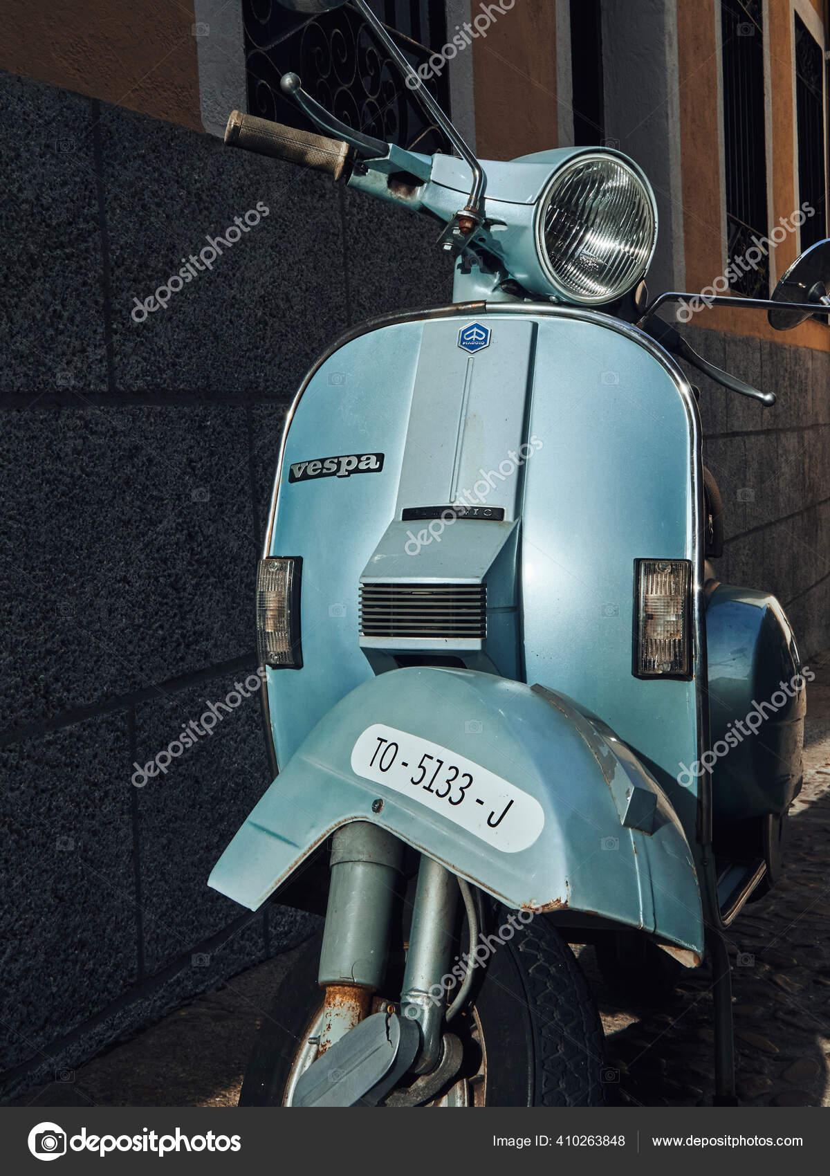Scooter Motor Vintage Nas Ruas Espanha Dia Verao Fotografia De Stock Editorial C Btxstudio 410263848