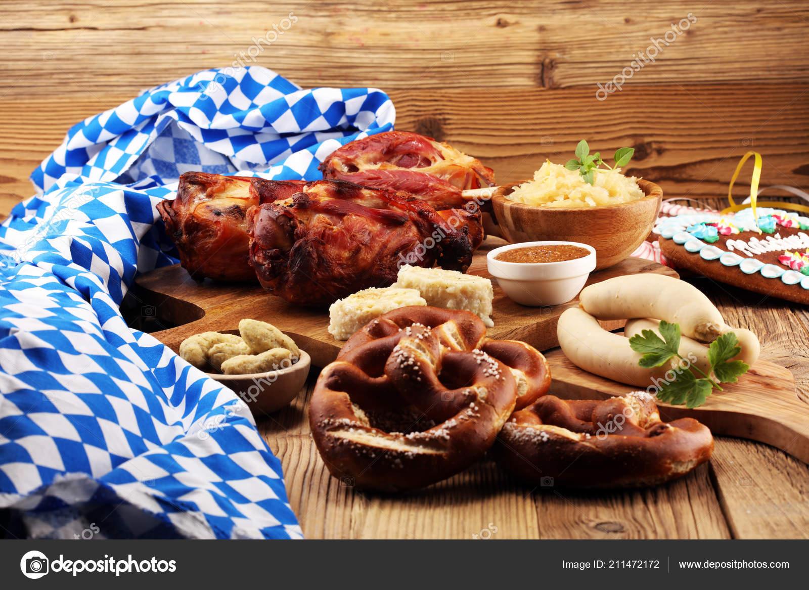 Traditionelle Deutsche Küche Gebratene Schweinshaxe ...