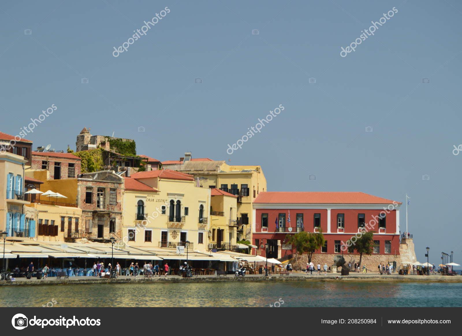 Restaurants In Huizen : Haven van chania met haar prachtige venetiaanse stijl huizen