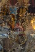 kolekce italských maškarní masky v obchodě