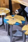 Küchenstuhl aus Epoxidharz und Holz geschnitten, Inneneinrichtung aus Epoxidharz