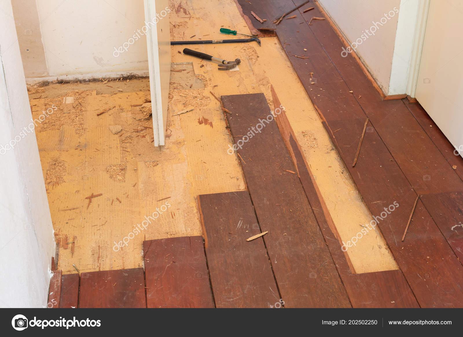 Sloop van een massief houten vloer een huis u stockfoto