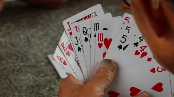 Skupina mužů hrát ards (1)